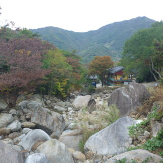 korean-translation-Templestay-at-Ssanggyesa-4-of-7-–-Rocks-Along-the-Stream-by-the-Temple